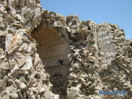 بقایای قلعه دختر روی قله