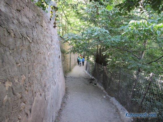 مسیر روستا به سمت آبشار شاهاندشت