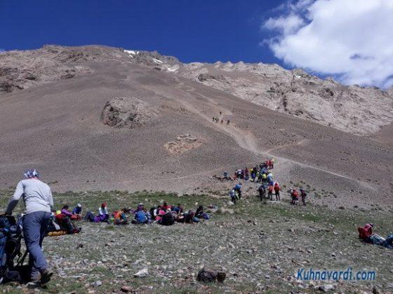 قله آزادکوه از گردنه چورن