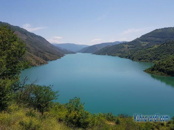 دریاچه سد سلیمان تنگه در جاده فریم