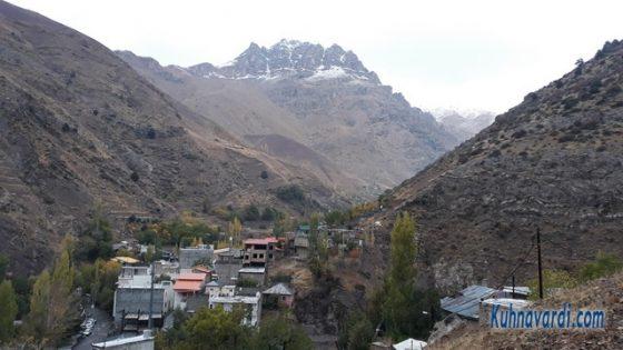 روستای روته و نمایی از قله آبک در شمال روستا