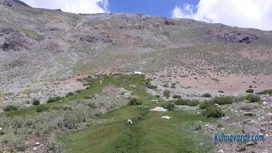 چشمه مسیر قله کرچان ارتفاع 3100 متر