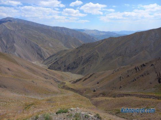در مسیر فرود به سمت دشت و دره اصلی وارنگه رود