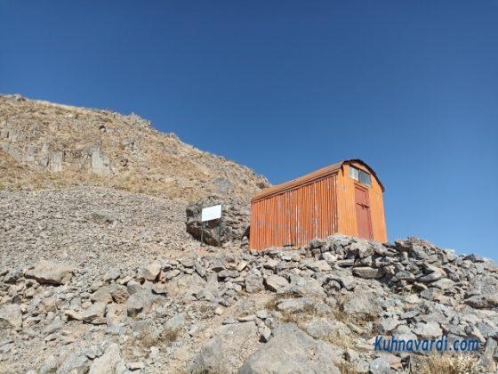 جانپناه سیادر در مسیر قله ناز