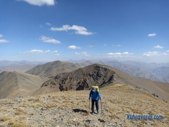 در مسیر صعود به قله ناز